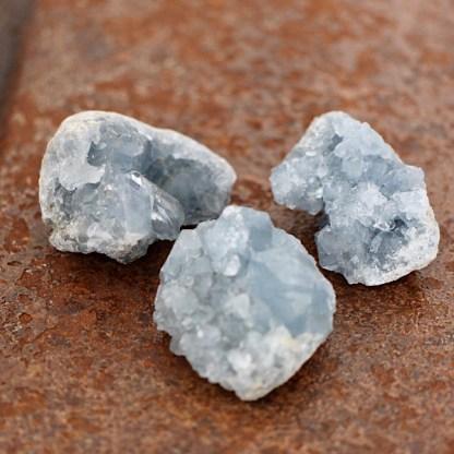 celestien ruwe clustertjes mineralen