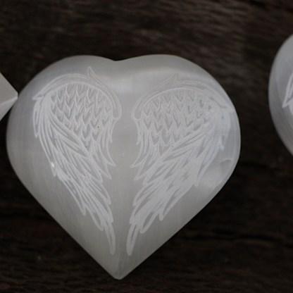 seleniet wit hart engelenvleugels gepolijst gegraveerd mineralen