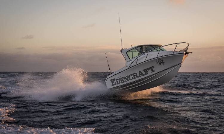 Edencraft 233 Formula Platinum Hardtop launches from the water