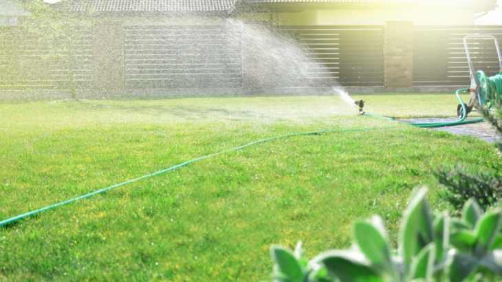 Irrigatore da giardino rotante