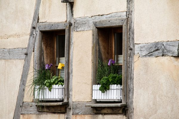 window-784639_1280