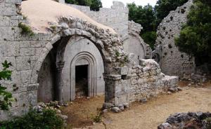 Risultati immagini per gargano Abbazia Benedettina della S.S Trinità