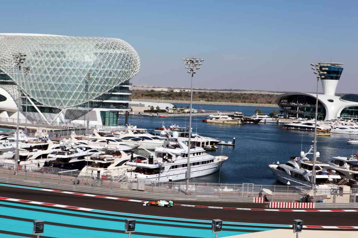 Abu Dhabi F1 Yachts Chartering A Yacht For Corporate