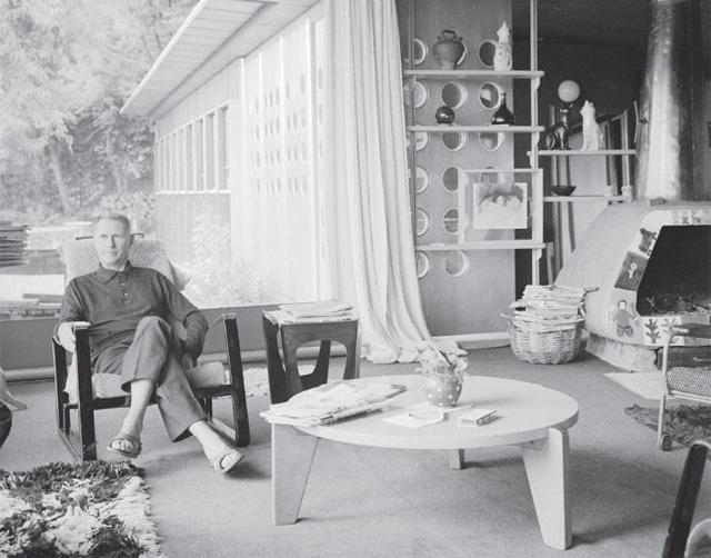 Retrato de Jean Prouvé en su casa en Nancy