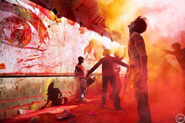 15_28_millimetres_women_are_heroes_jaipur_holi_fest_2009