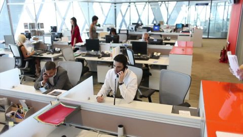 Artificial intelligence assisting customer support agents