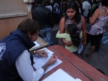 Familias de campamentos postularon a programas del FOSIS