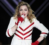 madonna-performing-live-in-moscow-01 (1)