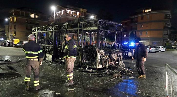 Autobus a fuoco il 24.2.2020 in largo La Loggia
