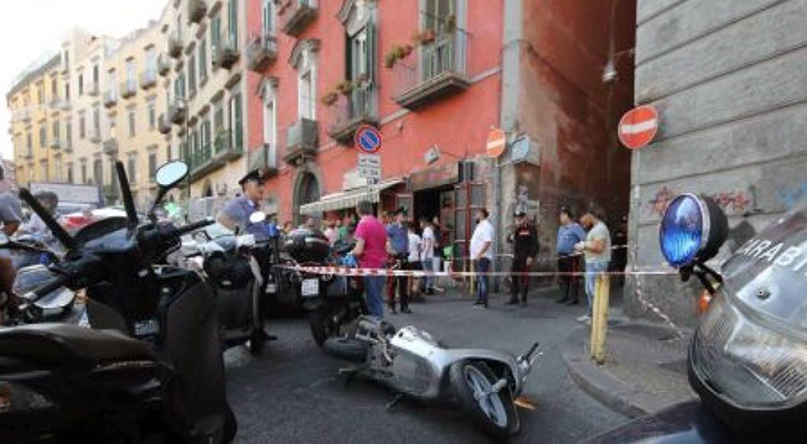 Lo scooter, guidato dal complice, dal quale è sceso Ugo Russo per compiere la rapina