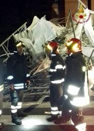 Auto distrutte in via Fadda per il crollo del ponteggio