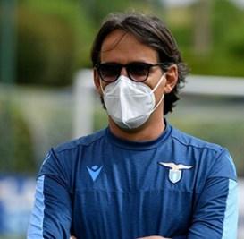 Calcio Serie A. Simone Inzaghi segue gli allenamenti della sua squadra a Formello indossando la mascherina