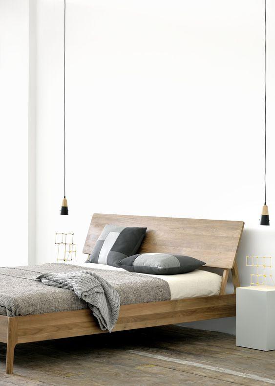 Letto in legno elegante
