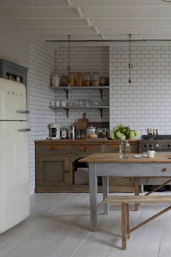 Appartamento con arredo rustico