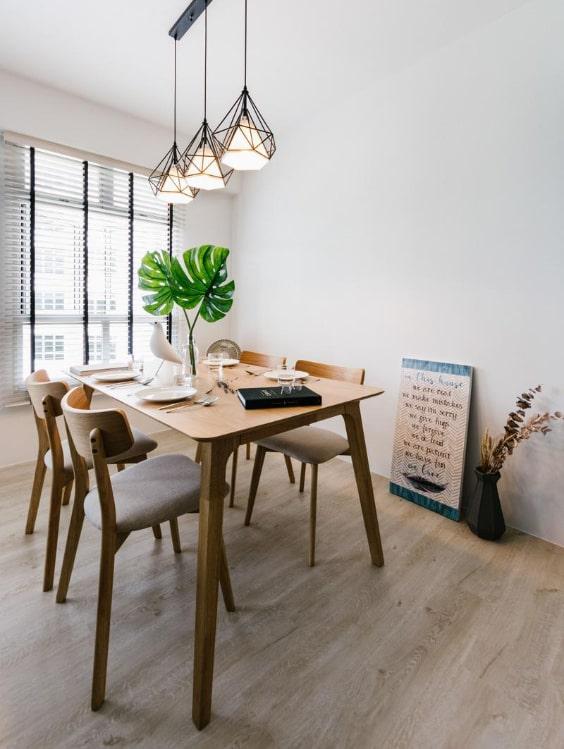 sala da pranzo con pavimento in legno