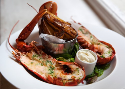 Fresh lobster with wedges and garlic aioli