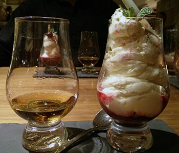Cranachan the way I like it: whisky on the side, focus on fruit and cream.