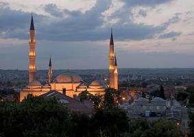 Üç Şerefeli Camii