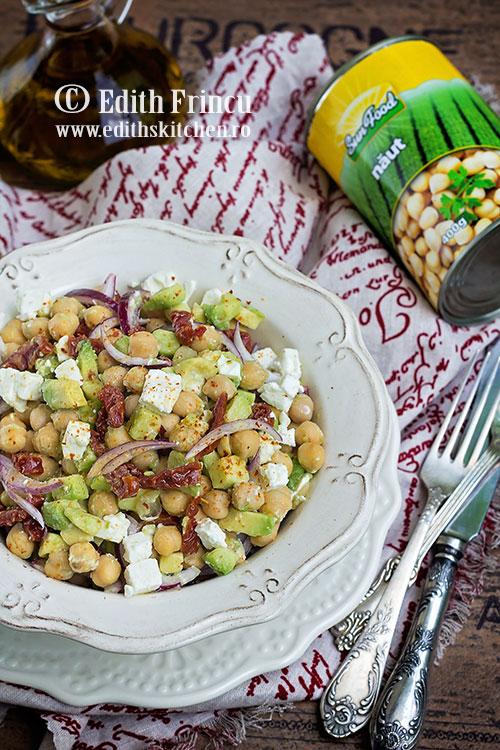 salata-de-naut-cu-avocado