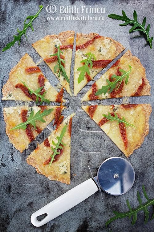 pizza-cu-rosii-uscate-si-branza