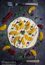 Pizza dulce cu piersici