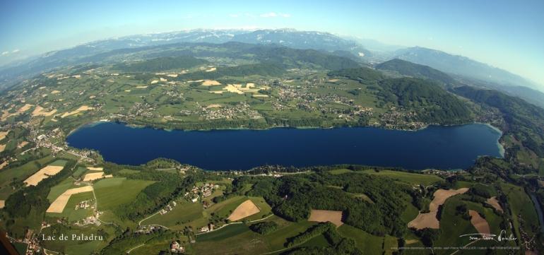 Le Lac De Paladru Massif De La Chartreuse Photo Montagne