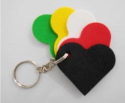 Chaveiro evangelístico, com as cores preto, vermelho, branco, amarelo, verde,