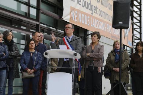 Le maire PCF de Tarnos au tribunal pour une banderole anti-austérité