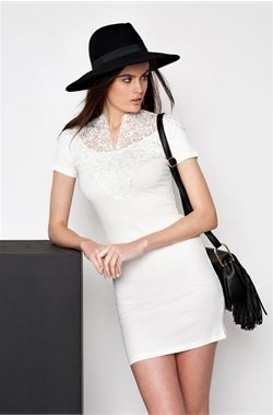 lace detailed forema