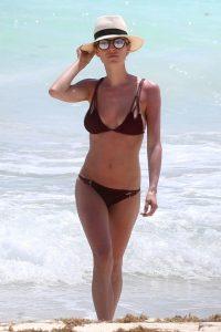 Kristin-Cavallari kokkino tou krasiou bikini