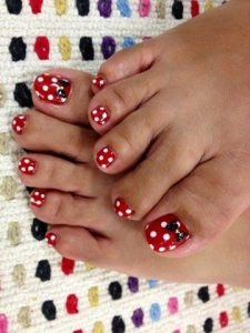 mini mouse pedicure