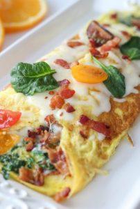 omeleta spanaki bacon
