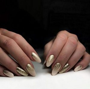 nude-chriso stroggilo manicure