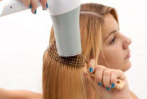 5 Βήματα για να κάνεις τέλειο πιστολάκι στα μαλλιά! – Kliktv.gr 83c01cbefd5