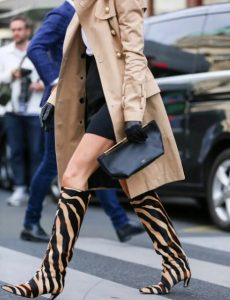 animal print μπότα, εκρού παλτό