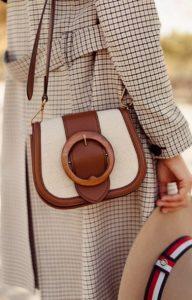 άσπρη καφέ τσάντα ταχυδρόμου