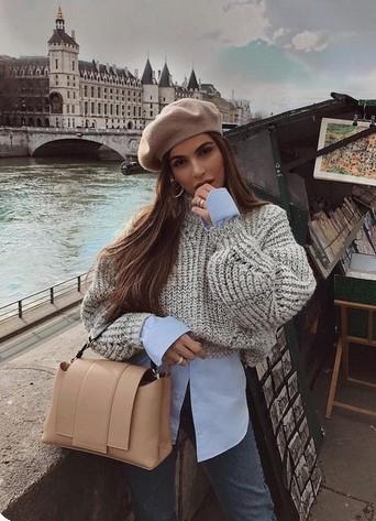 πουλόβερ και πουκάμισο