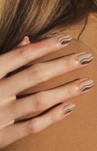 όμορφα καφέ νύχια