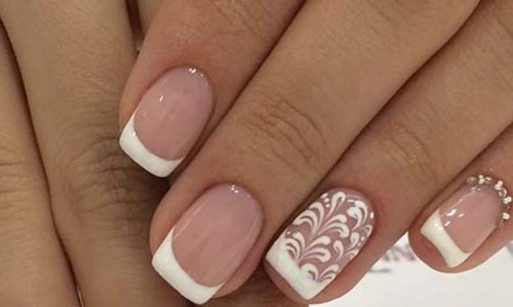 γαλλικά νύχια νύφης με λευκά σχέδια