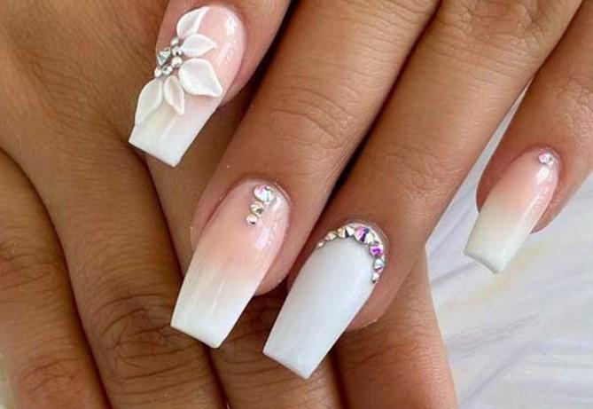 νύχια για νύφη λευκό με γαλλικό