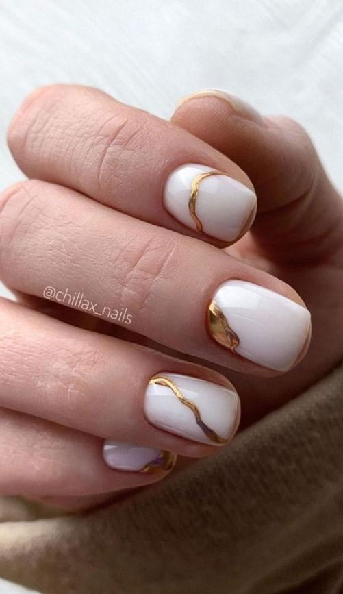νύχια σε λευκό χρυσό