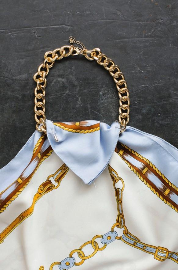 βήμα για diy top από μαντήλι και αλυσίδα