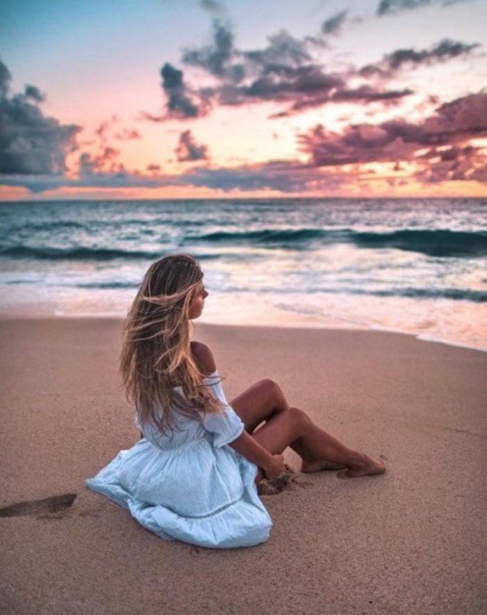 φωτογράφιση στη παραλία στο ηλιοβασίλεμα