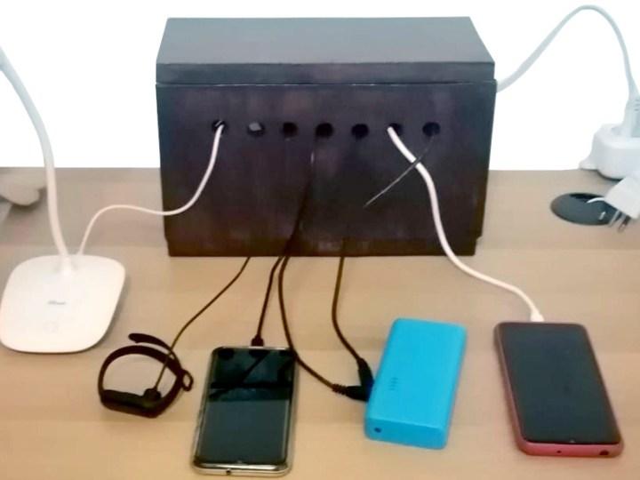 Semplice multipoint per caricatore di telefonini