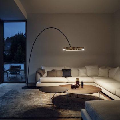 I divani dotati di contenitore costituiscono una buona soluzione per riporre coperte, lenzuola e cuscini. Mito Largo Occhio Lighting Creations Standing Lamp Edonart