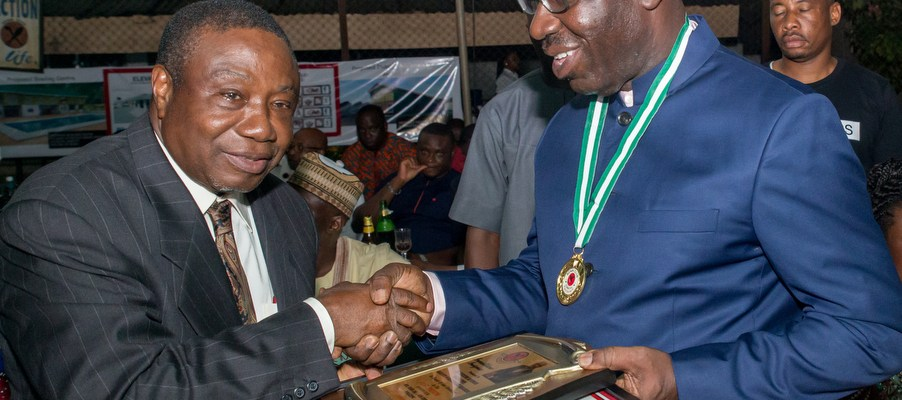President of Benin Club 1931, Engr. Ade Edeki (left), presenting the 1st Patron's Plaque to Governor Godwin Obaseki of Edo State (right), during the installation ceremony of the Governor as the First Patron of the prestigious Benin Club, in Benin City on Saturday, September 30, 2017.