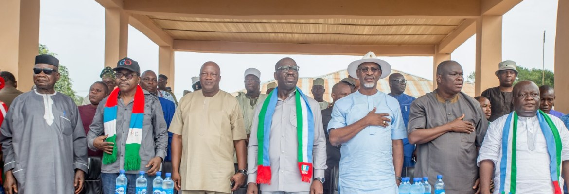 Governor Godwin Obaseki of Edo State (middle); Secretary to the State Government, Osarodion Ogie Esq.(3rd from left); Chairman, All Progressives Congress (APC), Edo State, Anselm Ojezua (3rd from right) with other party leaders in Afuze during the governor's thank-you-tour of Owan East Local Government Area on Wednesday, November 1, 2017.