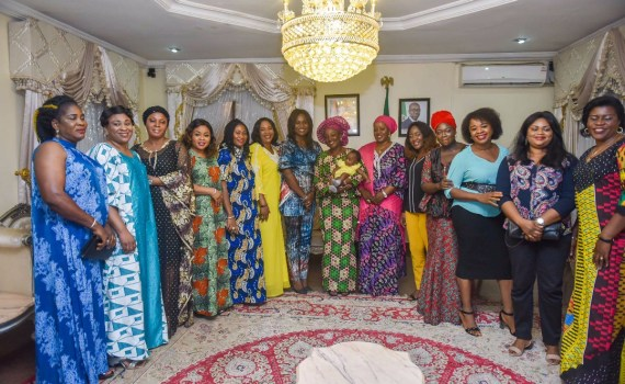 First Lady, Edo State, Mrs. Betsy Obaseki (7th from right) with spouses of members of the Edo State House of Assembly, when they paid a courtesy visit to the First Lady at the Government House, Benin City, at the weekend.