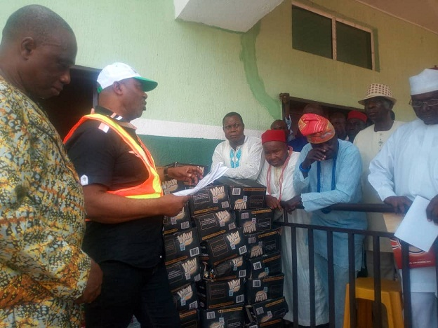 Flooding: Edo Govt receives relief materials from Afenmai World Congress