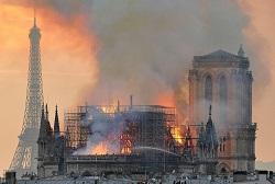 Massive fire ravages Paris cathedral